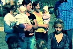 GÄLLER-Besöker-en-romsk-by-i-Rumänien-2014-Red-27-juni